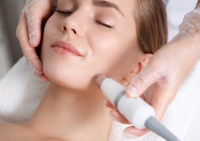YOUR GUIDE TO CO2 SKIN LASER TREATMENT